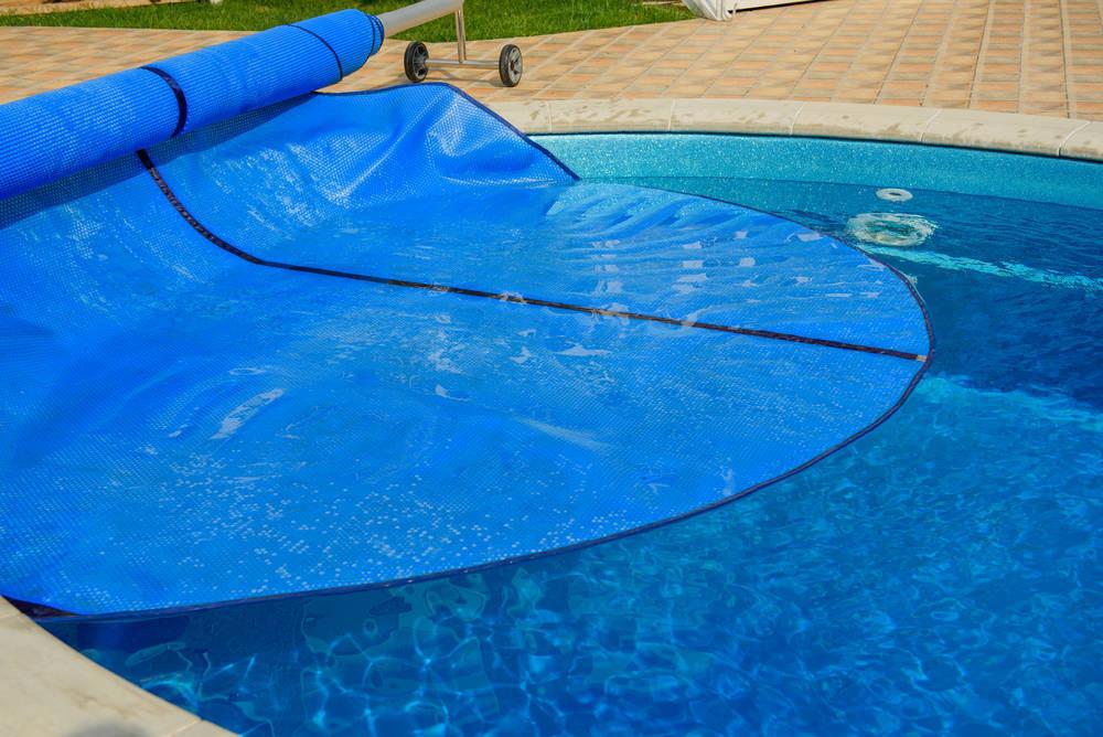 ¿Cómo elegir cubierta para una piscina?