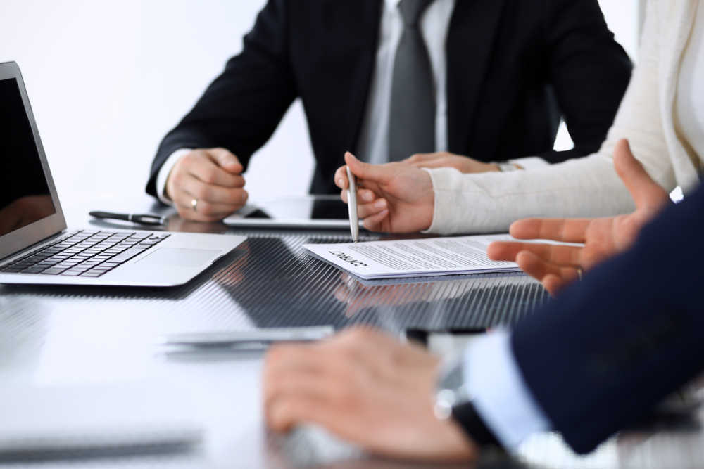 El despacho de abogados como servicio indispensable